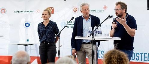 Fra venstre: Mette Frisk, der var ordstyrer under eventen, institutleder Arne Astrup, NEXS, samt Institutleder Bjarke Bak Christensenr fra FOOD.
