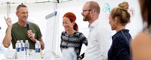Fra venstre: Lektor i fødevarekemi Karsten Olsen, direktør i Kalundborg kommune Hanne Dollerup, innovationsdirektør i COOP, Jeff Salter, samt Mette Frisk.